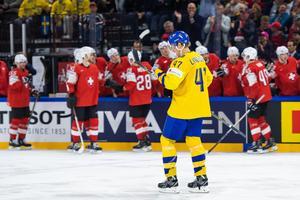 Hampus Lindholm deppar efter att Schweiz gjort 2–1. Bild:  Ludvig Thunman/Bildbyrån