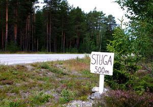 Trafikverket intensifierar nu arbetet med att ta bort olagliga skyltar som sätts upp längs länets vägar. Skyltarna är ofta i vägen när det röjs och är ibland en trafikfara. Foto: Jussi Svensson