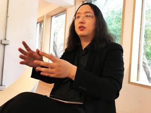 Audrey Tang är anarkisten som blev digital minister i Taiwan. Hon driver på för att använda internet i demokratins tjänst. Inte bara som diskussionsforum, utan också för att få fram handfasta förslag.
