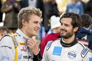 2013: Prins Carl Philip och Marcus vid invigningen av Kumla Funktionshindrades Motorklubbs nya folkracebana. Arkivfoto: Per Knutsson/TT