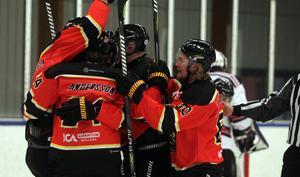 Jubel i Bollnäs efter segern mot Hedesunda med 7–2 i omstarten efter juluppehållet.