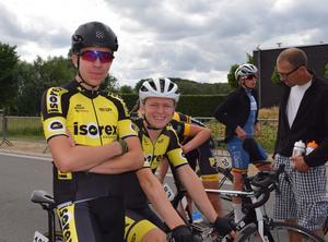 Foto: Privat. Södertäljetalangerna Kalle Berglund, med svart hjälm och Edvin Lovidius, med vit hjälm, är uttagna till juniorlandslaget.