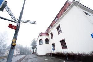Förhandling kommer att hållas vid Hudiksvalls tingsrätt.