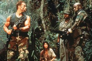 Arnold Schwarzenegger, Elpidia Carrillo, Carl Weathers och Bill Dike i