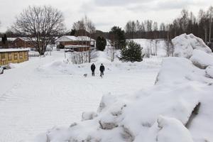 För närvarande används den gamla idrottsplatsen som avlämpningsplats för snömassor.