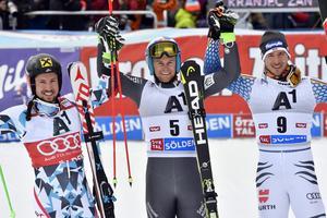 Topptrion i Sölden, Alexis Pinturault flankerad av Marcel Hirscher och Felix Neureuther.