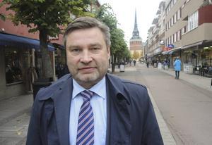 Peter Helander, distriktsordförande för centerpartiet i Dalarna, riktar kritik mot S, men säger sig ha fortsatt förtroende för Sofia Jarl.