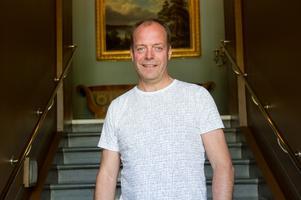 John-Erik Jansson är tjänstledig från sitt arbete som skadechef på ett försäkringsbolag nu när han är politiker på heltid.