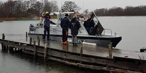 Roslagens sjövärnskår och Sjöräddningssällskapet åkte ut till isolerade skärgårsöar med folk från Trygg i Norrtälje under tisdagen. Bild: Trygg i Norrtälje