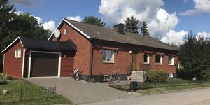 Sevéngatan 27, Sala, såldes för 2 200 000 kronor.