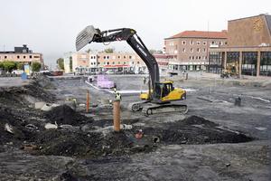 Efter många diskussioner, konflikter och åsikter om hur Stortorget ska se ut började bygget våren 2008. Själva torgytan skulle grävas ner åtskilliga meter.