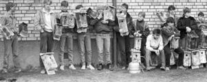 1986 gjorde ÖP ett nytt reportage från Cederbergsskolan. Den här gången handlade det om att eleverna fick prova på egen företagsamhet. En grupp startade till exempel fågelholkstillverkning.