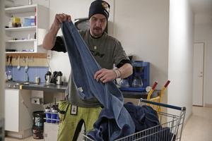 Johan Bonde känner sig hemma med tvätthögen.