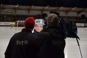 Här blir Björn Swartswe intervjuad av tv inför en match. Foto: Arkiv