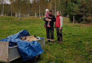 Martin Jonsson tillsammans med dottern Signe och sambon Viktoria Widlund.