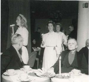 Luciafirande på Karlslunds ålderdomshem 1946. Foto: Okänd/VLM