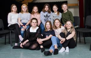 Tallbackens flyktinghjälpsgrupp består av  Maja Torin, Emmy Torin, Elsa Hallstensson, Isabell Dahlberg, Vera Ericsson, Anna Andersson, samt Roija Hylander, Ellen Larsson Åhlström, Tilla Eidin och Edith Bergman.