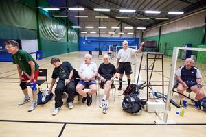 Johan Wallén, Kent Eriksson, Anders Ekvall, Lars-Eric Lauenstein, Eckhard Tampe och Åke Jöneby träffas varje måndag för att spela badminton i hop.