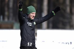 Jesper Svensson jublade högt efter ett fint frisparksmål.