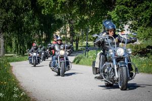 300 motorcyklar deltog i årets Västmanland runt, många hade passagerare och sammanlagt deltog 400 personer. Foto: Lennye Osbeck