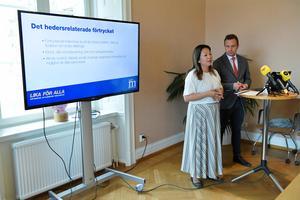 Jessica Polfjärd och Tomas Tobé presenterar Moderaternas förslag mot hedersförtryck.