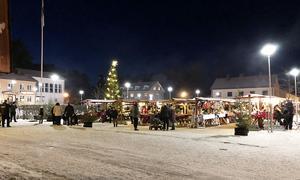 Ett 70-tal knallar trängdes på årets julmarknad i Ramsele.