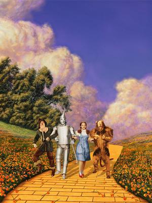Fågelskrämman Hunk (Ray Bolger), plåtmannen Hickory (Jack Haley), Dorothy (Judy Garland) och lejonet Zeke (Bert Lahr) vandrar längs den gula tegelvägen till Trollkarlen av Oz Smaragdstaden. Foto: Folkets Hus & Parker