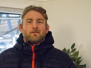 Alexander Gustafsson kom direkt från hemmet i Stockholm och han skulle tillbaka dit efter mottagandet av utmärkelsen för sina sportsliga prestationer.