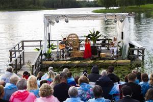 I somras var Carola en av artister på Visor vid Rångsjön.