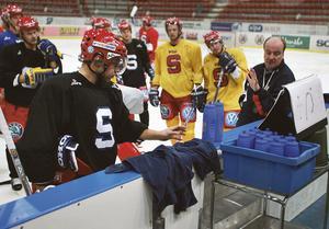 Robert Döme på en träning som leddes av dåvarande huvudtränaren Timo Lahtinen. Foto: Mats Andersson
