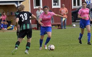 Matilda är en talangfull spelare som snart måste välja idrott: fotboll eller längdskidåkning? Flytta från Höstsätern blir hon tvungen till i vilket fall till nästa läsår då gymnasiet väntar.