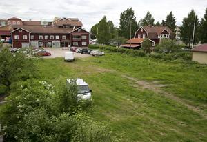 Tomten ligger på Hantverkaregatan nedanför Hemköpshuset. (Arkivbild)