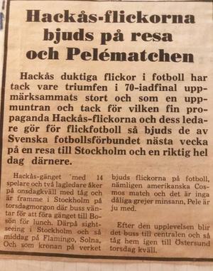 Hackås flicklag var i ropet på alla sätt under det glada 1970-talet. Här är en tidningsnotis efter segern mot Rågsved, 1975.