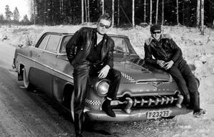 Kjell Vannestål och Börje Erlandsson vid Börjes DeSoto av 1955 års modell. Foto: Börje Erlandsson.