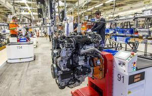 Volvo permitterar 2000 anställda på grunda av coronavirusets härjningar och får bidrag från staten till halva lönen men delar samtidigt ut 12 miljarder till aktieägarna. Foto: Adam Ihse/TT