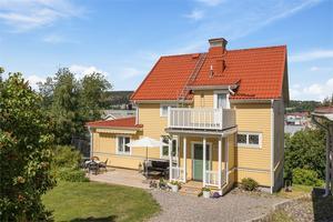 Det här huset på Södermalmsgatan såldes för 5 miljoner kronor. Bild: Fastighetsbyrån