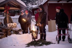 Julgranständning i Särna med julmusik. Foto Arjen van Berlo