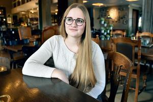 Dalaväskorna är något som folk verkligen uppskattat, berättar Hanna. Hon har gjort väskor som anspelar på kulturarvet i Älvdalen, Mora, Rättvik och Leksand och det är flera på gång.