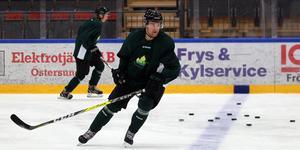 Niklas Nilsson är ett av nyförvärven på backplats. Lugn och trygg högerskytt som var assisterande kapten i Kalix förra året.