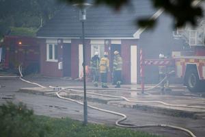Flera styrkor är på plats för att hjälpa till att få kontroll på branden.