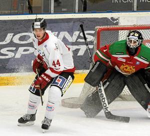 Mason Raymond i ett av två framträdanden i Örebro Hockey, mot Mora. En assist blev det för den kanadensiske stjärnan.