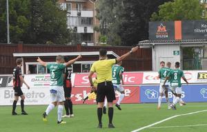 Måljubel efter att Bjarni Mark Antonsson gjort sitt första mål för klubben.