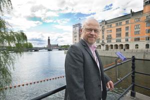 Stig Henriksson (V), riksdagsman, Fagersta: –Jag har ett minne från när han, över 80 år då, invigde Hellsingbibilioteket i stationshuset. Han fick ställa sig på en stol för att synas och jag bävade för att han skulle både börja och sluta sina dagar i Västanfors.