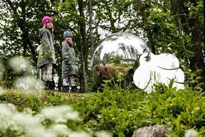 8: Detta enorma samiska silversmycke av Helena Byström är en av många sevärdheter i High Coast Art Valley.