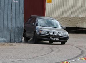 Mycket asfalt.