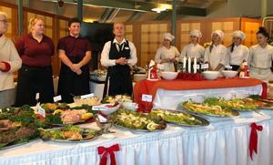 Julbord serverades i Mora gymnasiums restaurangutbildning.