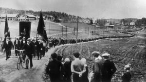 Demonstrationståget vid strejken i Ådalen 1931, där flera demonstranter sköts ihjäl av polisen.