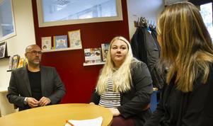 Föräldrarna Thomas Johnson, Rebecka Karlsson och Ann-Sofie Däldehög ser många fördelar med mindre skolor och villa att Håsta skola får vara kvar.