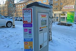 Redan 2012 fattade politikerna ett beslut om att höja vissa P-taxor i Östersund, men ingen effektuerade höjningen. Nu vill tekniska nämnden åtta år senare pröva att höja taxan på nytt.