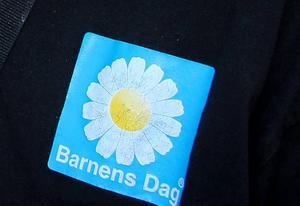 Barnens dags riksförbund, med postadress i Borlänge, har varumärkesskyddat både logotypen, bilden av blomman, och orden Barnens dag.